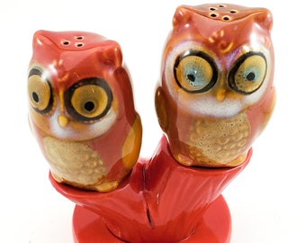 Fabulous 1950s Vintage Owls perched on a Tree  Salt and Pepper Shakers, Japan Anthropomorphic Woodland Owl Figurines