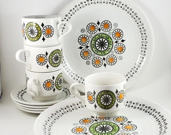 Delightful Kathie Winkle Mid Century Cups and Saucers in Renaissance Pattern 4 cups and saucers. 4 Dinner Plates