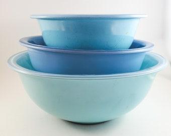 Set of Three Pyrex Clear Bottom Powder Blue Mixing Bowls