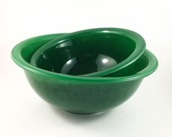 Beautiful Green Pyrex Bowl Set