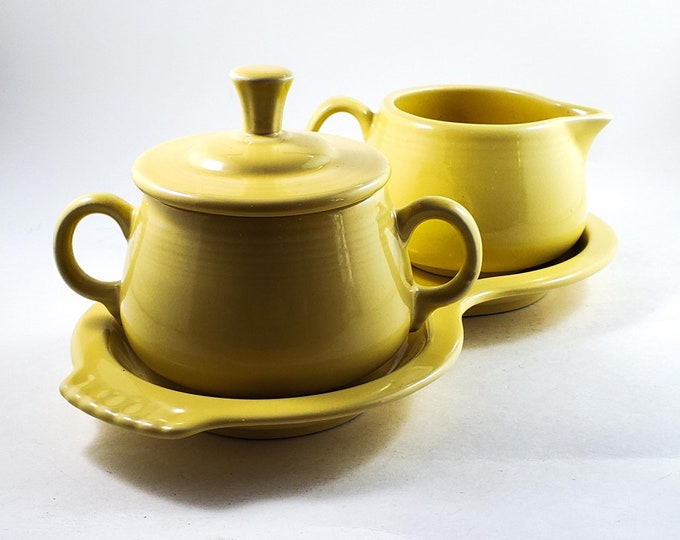 Fiesta Ceramic Creamy Yellow Cream and Sugar Set with Tray, Fiestaware, HLC, Homer Laughlin China, complete 4 piece set