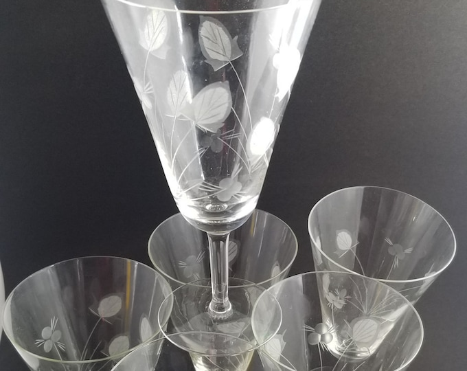6 Vintage water/wine glasses ~ etched leaf and berry sprays with coned shaped bowls on stemmed pedestal bases each holds 6oz of liquid.