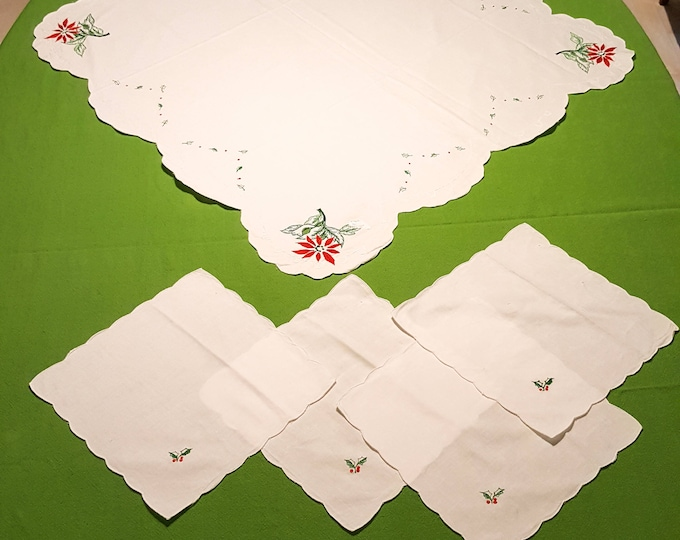 """Gorgeous Festive 1960's Christmas Cotton Table Runner (36"""" Square) and Napkin (10"""") Set with Holly and Poinsettias"""