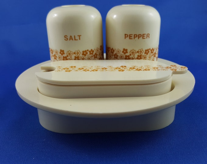 Very Cool Mid Century Salt and Pepper Condiment Tray