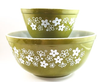 Crazy Daisy Olive Pyrex 2.5 QT Mixing Bowl, marked 403 + 1.5  QT Mixing bowl