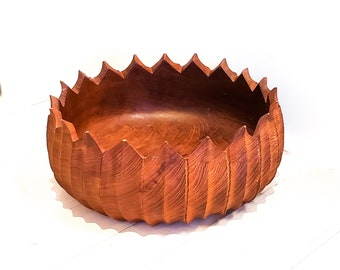 Beautiful Vintage Mid-Mod Tropical Wood Salad Bowl with Large Serrated Rim Detail
