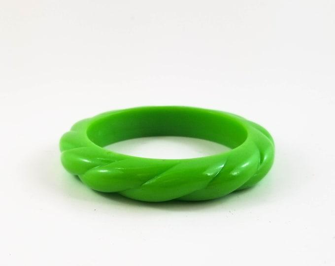 Beautiful Acrylic Green Twist Bangle