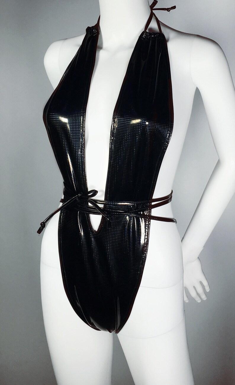 Black slingshot