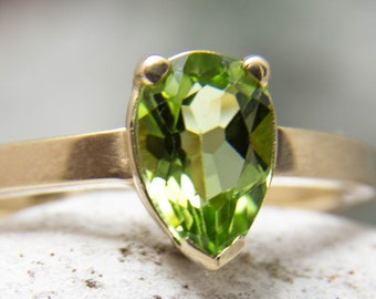 Ring in 585 gold with peridot