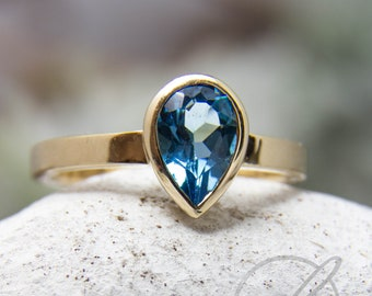 Ring in 585 yellow gold with swiss-blue topaz