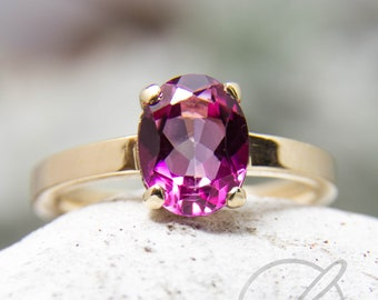 Ring in 585 yellow gold with pink topaz in claws