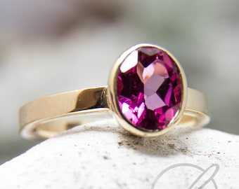 Ring in 585 yellow gold with pink topaz in frame