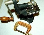Vintage Original Singer Hand Crank Pinking Machine Craft Shear Fabric Hem Cutting