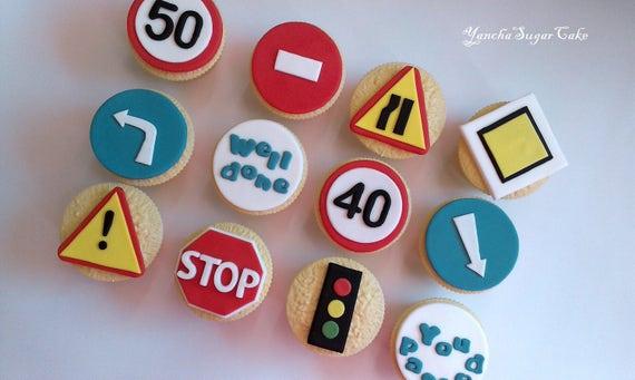 12 Driving Test Precut Edible Cake Topper Voiture LEARNER Félicitations transmis