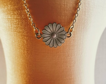 Daisy flower necklace. 18 inch doll size necklace for dolls.
