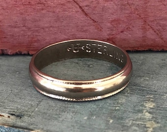 Size 7 Sterling Silver Band Ring 2.2g