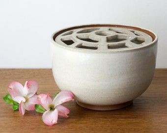 Ceramic Vase, Pottery Vase, Ikebana Vase, Flower Bowl Centerpiece, Grid-Lid Vase for Easy Flower Arranging, Floral Arrangements, Florists