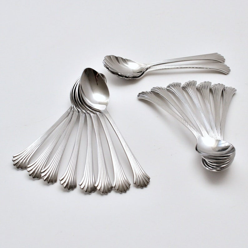 Set of 17 Vintage Wallace Tiara Stainless Steel Glossy Finish Made in Korea Teaspoons /& Sugar Spoons