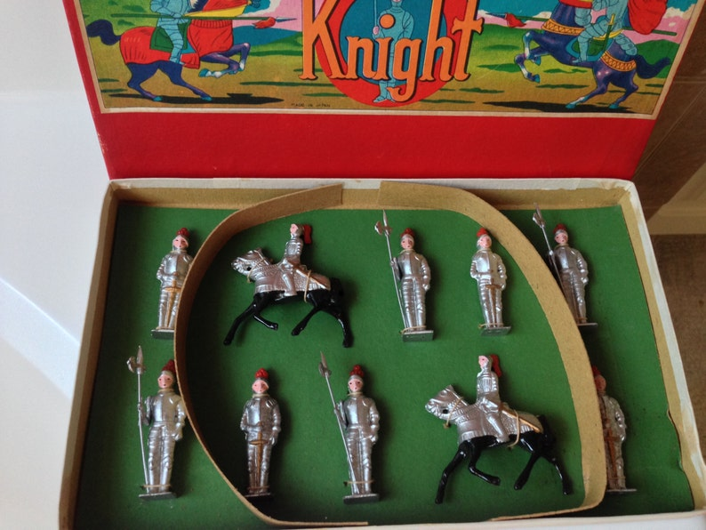Vintage Sonsco Knight Toy Soldiers Made in Japan set of 10 Knights Tied in  Original Colorful Box