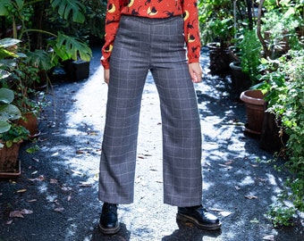 Wide pants with waistband and elastic on the back, check grey soft wool fabric