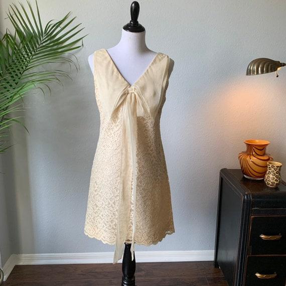 Vintage 1960s mod mini wedding dress - image 4