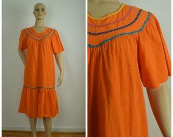 c5c5937e9265 Vintage Womens Bright Orange Short Sleeve Crinkle Texture MuuMuu Dress    Size L   Ruffle Hem, RicRac Trim, Flutter Sleeve