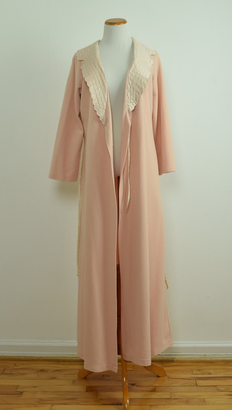 Size SM Petite Vintage 80s Belted Robe with Quilted Satin Collar