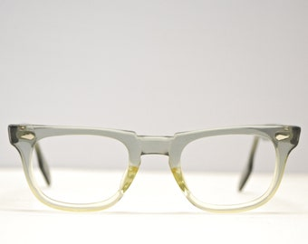69aa059872f Vintage Rare AMERICAN OPTICAL Fade Out Eyeglasses   USA 1950 s   Retro  Collectable Rare  1839