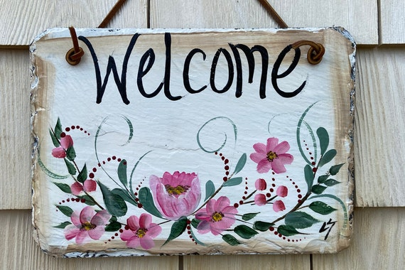 Painted slate welcome sign, garden slate sign, welcome plaque, Porch decor, door hanger, welcome sign for apartment, small slate sign