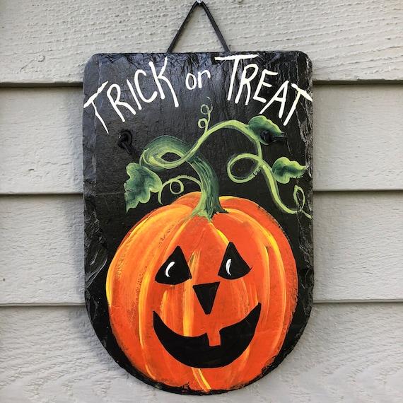 Halloween painted slate plaque, Halloween sign, Halloween decor, Halloween Door hanger, Halloween Painted Slate, Painted Slate plaque