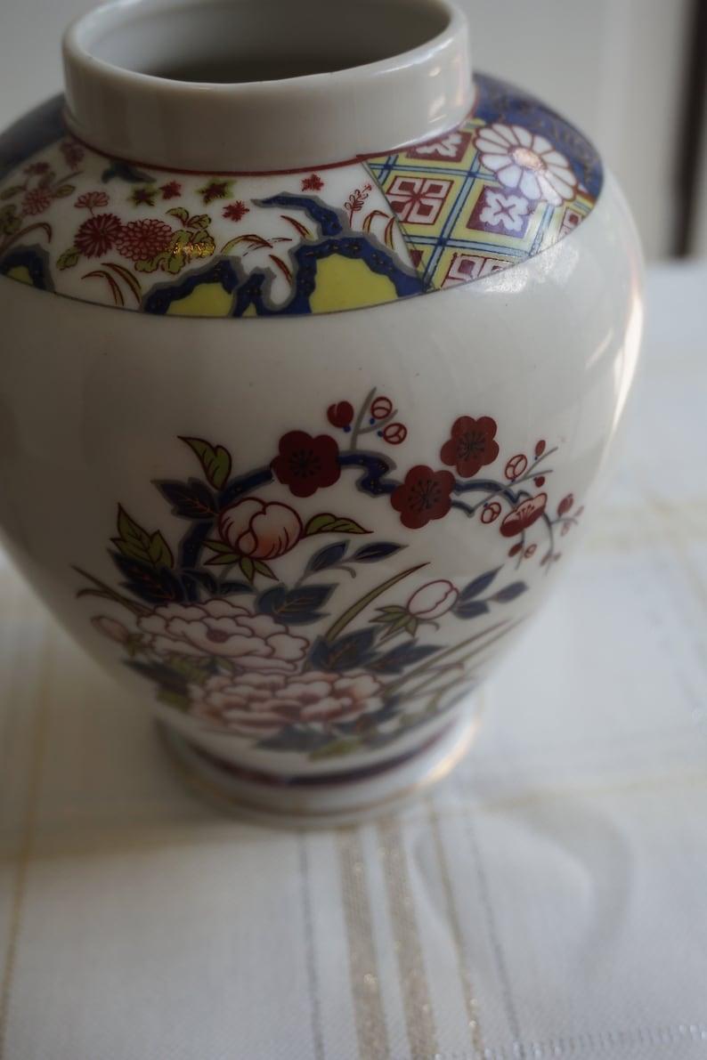 Japanese Ginger Jar by Imari with Lid Vintage