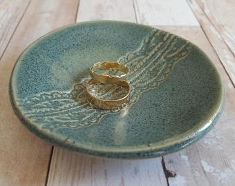Ceramic ring dish, Wedding ring holder, Jewelry dish, Trinket dish, Jewelry holder, Wedding ring bearer, Ring holder dish, Engagement gift