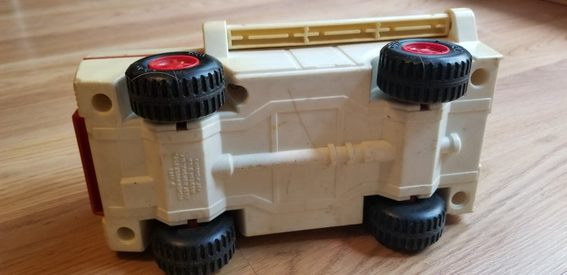 FREE SHIPPING! 1975-1978 Vintage FP Toy Vintage Fisher Price Adventure People #303 Emergency Rescue Truck