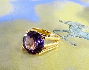 18 KT Alexandrite  Ring Size 6.5