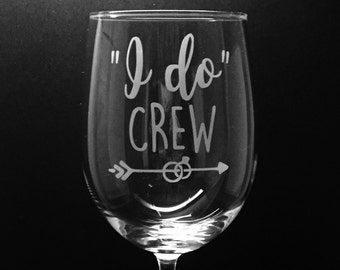 Bridal party wine glass ~ Bachelorette party gift ~ Custom etched wine glass ~ Wedding shower gift
