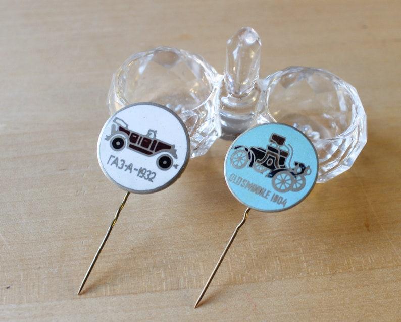 2 PINS RETRO CARS Vintage 2 Retro Cars Models Oldsmobil /& Gaz Russian Collectible Badges Ussr 1980s
