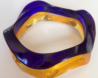Wavy lucite bangle bracelets purple gold