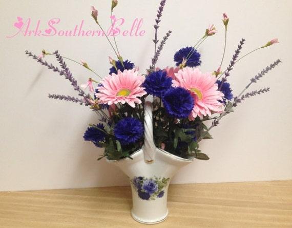 Arreglo Floral De Seda Margaritas De Gerbera Rosa Indigo Solteros Botones Lavanda En Purple Rose Cerámica En Forma De Jarrón Centro De Mesa