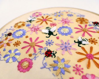 Modern Hand Embroidery Pattern. Bee Embroidery Kit DIY Hoop Art. Flowers Embroidery Designs.  Bees Embroidery Kit. Floral DIY Embroidery Kit