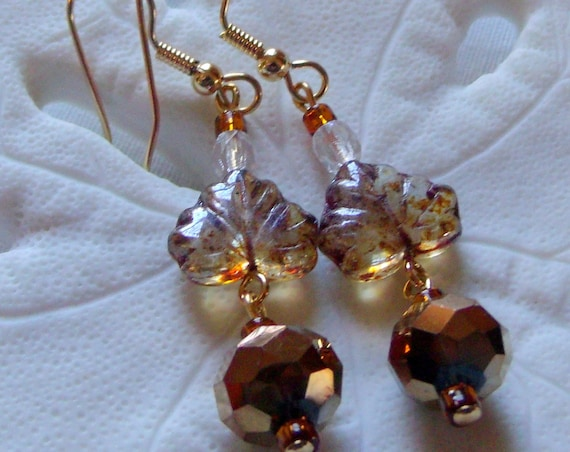 Fall leaves earrings - Maple leaf Jewelry - short drop earrings - natural leaf earrings - Autumn design - honey leaf glass - Lizporiginals