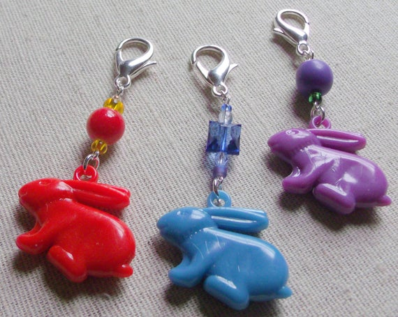 Easter bunny  gift - set of 3 mixed - zipper pull -  acrylic bead bunny /rabbit charms-  basket add on - assorted colors - party favors