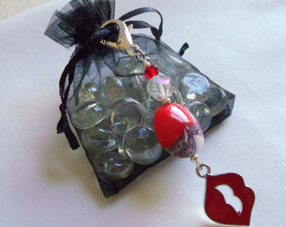 Red lips zipper pull -  glamour kiss charms - Bachelorette favors - girl party gifts - sexy red lips - bag charms - Hot lips - crystal lips