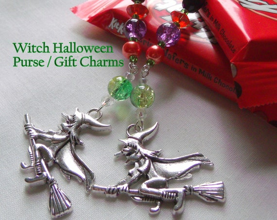 Halloween zipper pull - Witch treat bag charm - Broomriding witch journal charm - horror gift - Scary witch purse clip - Halloween party