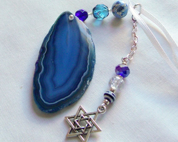 Wine bottle ornament - for Jewish holidays - wine charm -raw blue geode slice - agate window decor - hostess gift - Star of David charm