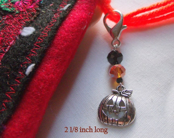 Halloween gift - Pumpkin charm zipper pull - orange fall treat - Trick or treat - Halloween party gift - purse charm -  Fun party favors