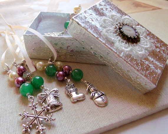 Christmas miniature ornaments tree décor - Snowflake - holiday gift set - whimsical charms - mauve green beads - Lizporiginals