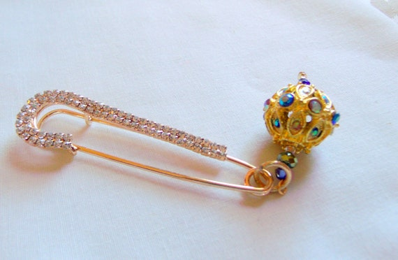 Large rhinestone safety pin - crochet scarf - sweater brooch - for shawls - kilt - stitch markers  - gold flower charm - new fashion trend