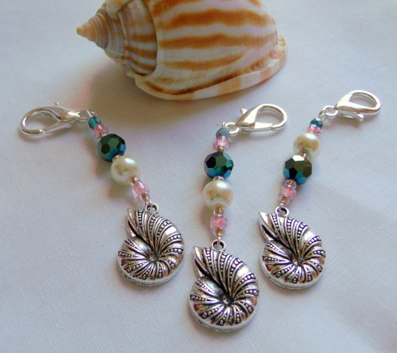 Seashell shower favors - set /3 beach party gifts - Destination wedding - Nautilus charm - Bridal shower - Beach theme bag clip - for Guests