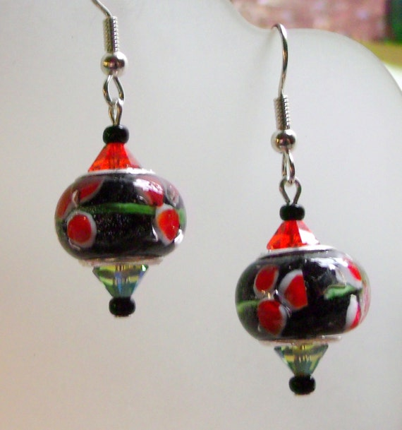 Short red flower european bead earrings,  green red dot jewelry, austrian crystals green /red, dot earrings, sprakle crystals, great gift