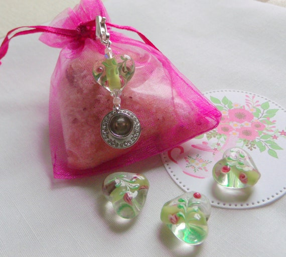 Tea cup party favors - garden gifts - Tea party for women - English High tea - for wedding guests - flower heart - Spring - tea cup charms